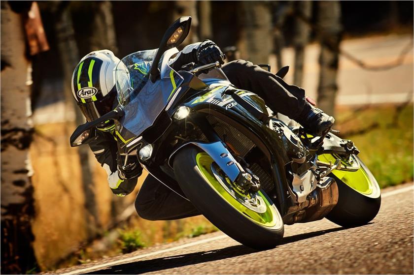 Yamaha R1 et R1M  Crossplane 2015 ( sujet numero3 ) - Page 9 Img